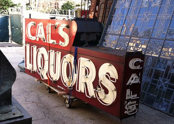 cal's liquors sign