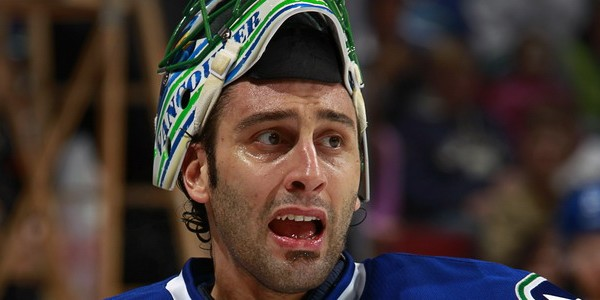 Roberto-Luongo-is-upset-about-all-these-trade-rumours-600x300.jpg