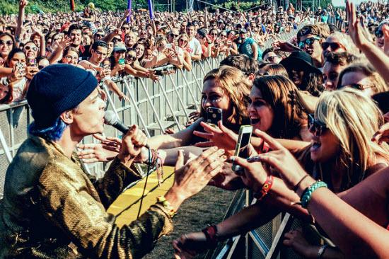 Grouplove 2  Lollapalooza 2014 by Joshua Mellin.jpg