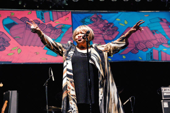 Mavis Staples_9701935383_l-web.jpg