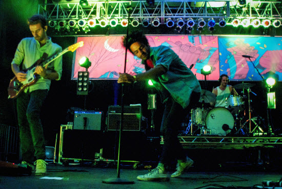 Young The Giant_9701944141_l-web.jpg